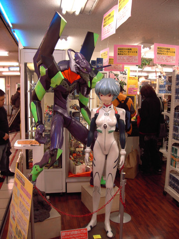 Evangelion: Creepy in-store display Rei is creeeeeeepy