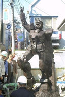 Gundam: Gundam statue at railway
