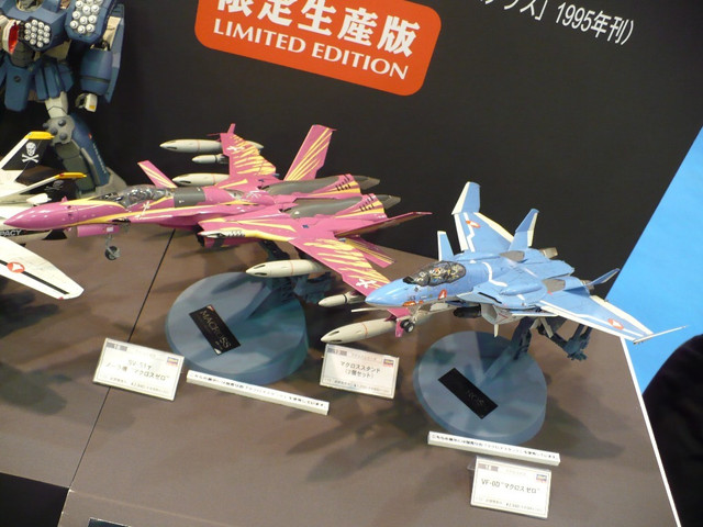 Macross: DO WANT brought to you by a recent model show