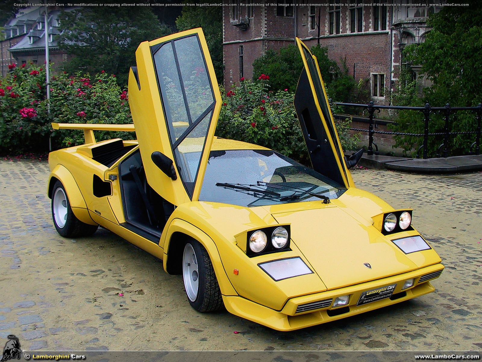 mecha image of the day archives real life a yellow lamborghini countach lp400s 1 of 2. Black Bedroom Furniture Sets. Home Design Ideas