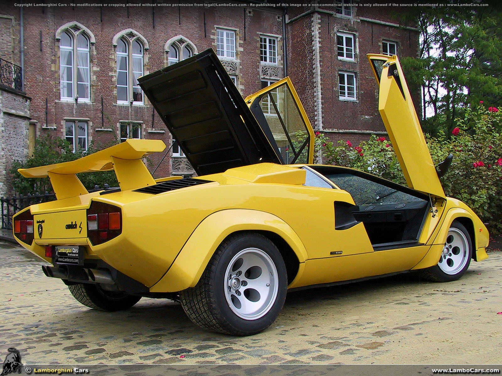 mecha image of the day archives real life a yellow lamborghini countach lp400s 2 of 2. Black Bedroom Furniture Sets. Home Design Ideas