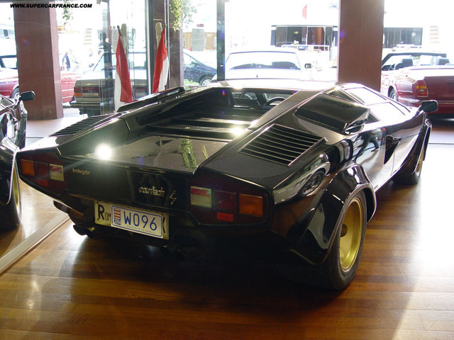 Real Life: A black Lamborgini Countach LP400S without spoiler (5 of 5)
