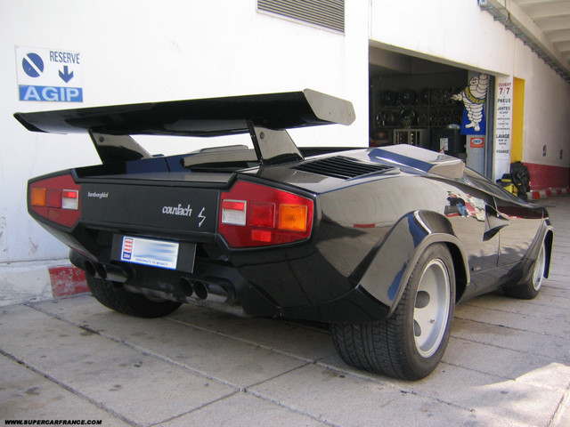 Real Life: A black Lamborgini Countach LP400S with spoiler (2 of 2)